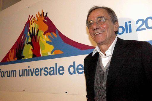 Roberto-Vecchioni-presidente-Forum-Culture-a-Napoli