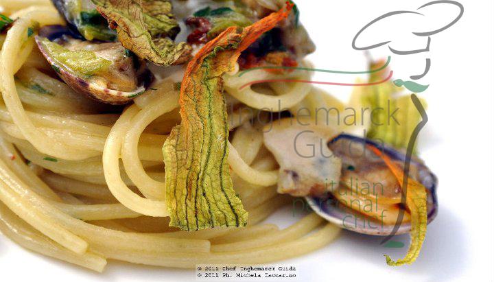 spaghetto vongole fiori di zucchine provolone